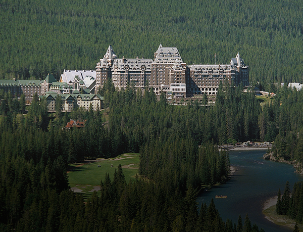 فيرمونت بانف سبرينغز (Fairmont Banff Springs)