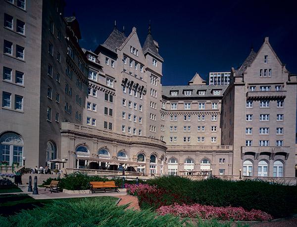 فيرمونت هوتيل ماكدونالد (Fairmont Hotel Macdonald)